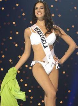 Hoa hậu Venezuelađứngđầubình chọnqua mạng ảnh 2