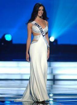 Hoa hậu Venezuelađứngđầubình chọnqua mạng ảnh 4