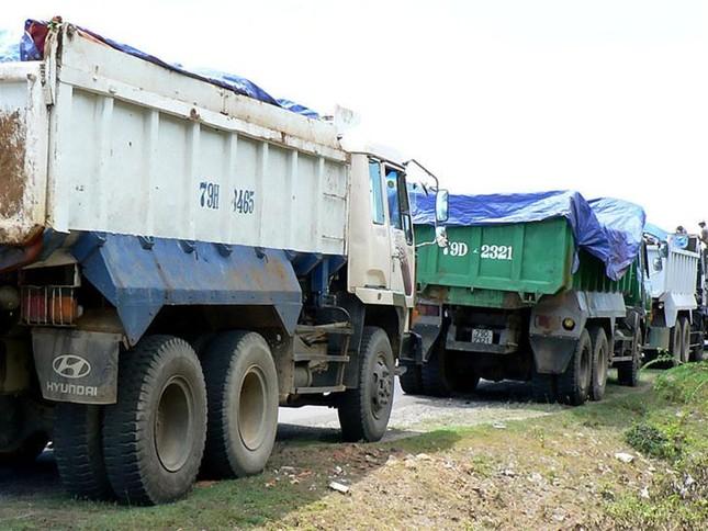 Đề nghị phạt HVS đổ trộm 60 tấn chất thải độc hại ảnh 1