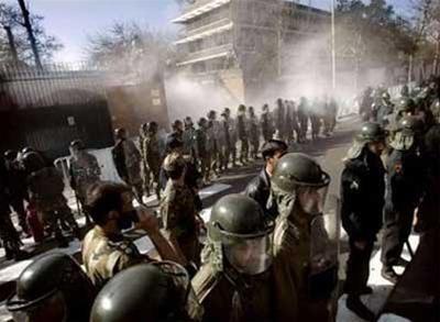 Đại sứ quán Anh tại Iran bị tấn công bom xăng ảnh 1