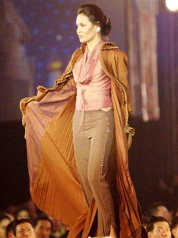 15 người đẹpbiểu diễn thời trang tại Bangkok ảnh 14