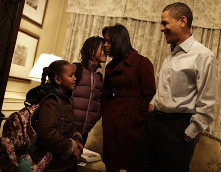Hai con gái Obama nhập học ở Washington ảnh 1