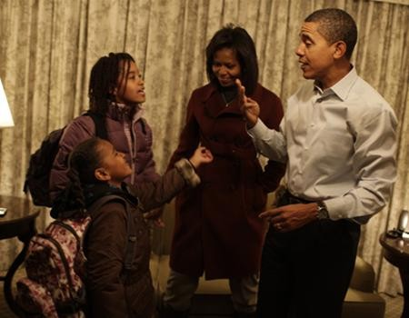 Hai con gái Obama nhập học ở Washington ảnh 2