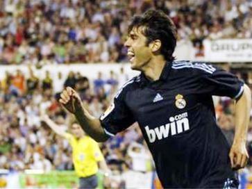 Kaka giúp Real bám sát Barcelona ảnh 1
