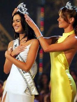Hoa hậu Hoànvũ 2005 -Cuộc sốngsau sân khấu ảnh 1