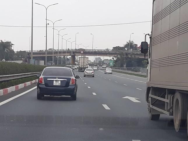 Ùn tắc kéo dài trước trạm thu phí cao tốc Pháp Vân - Cầu Giẽ ảnh 6