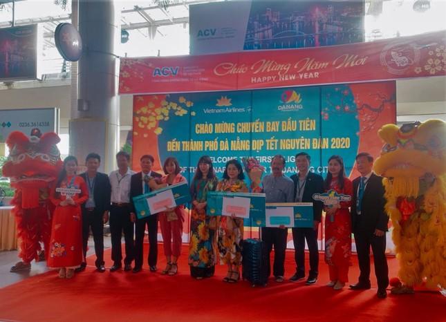 Đà Nẵng chào đón chuyến bay đầu tiên năm Canh Tý 2020 ảnh 1