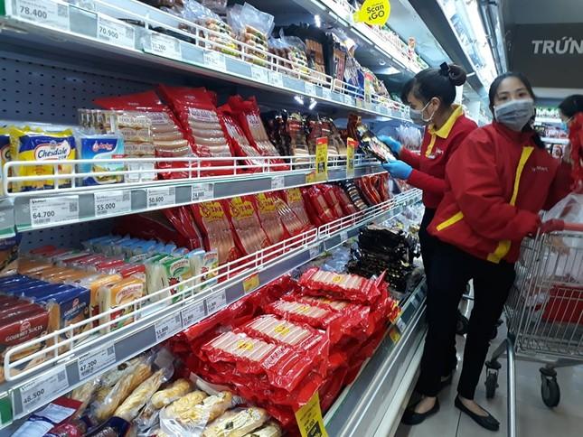 Dồi dào lương thực, thực phẩm ở siêu thị trước giờ cách ly toàn xã hội ảnh 2