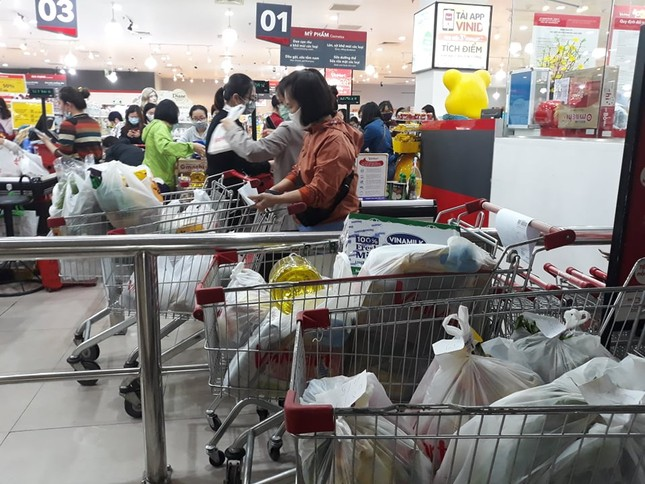 Dồi dào lương thực, thực phẩm ở siêu thị trước giờ cách ly toàn xã hội ảnh 6