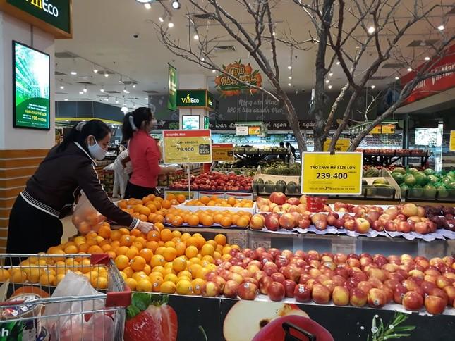 Dồi dào lương thực, thực phẩm ở siêu thị trước giờ cách ly toàn xã hội ảnh 1