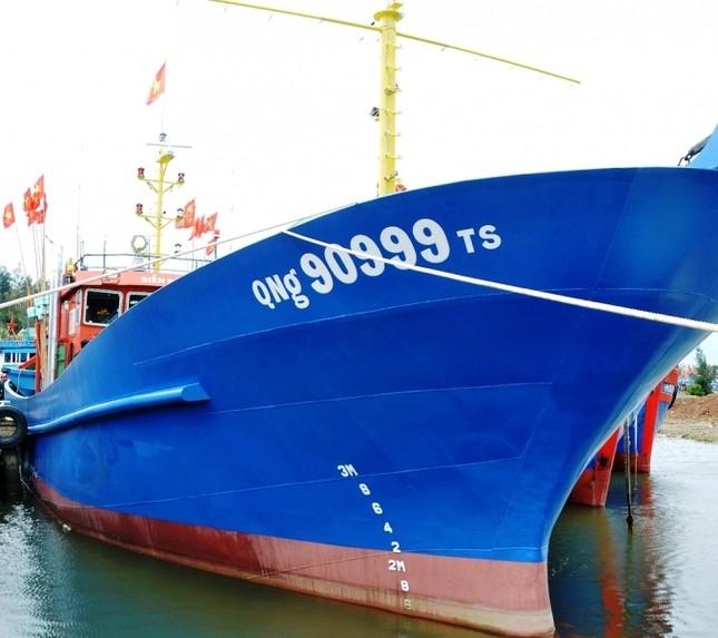 Vietcombank Quảng Ngãi bàn giao tàu vỏ thép cho ngư dân vay vốn theo Nghị định 67 ảnh 1