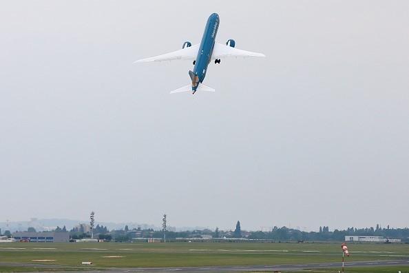 'Màn biểu diễn' của máy bay hiện đại nhất Vietnam Airlines Boeing 787-9 ảnh 1
