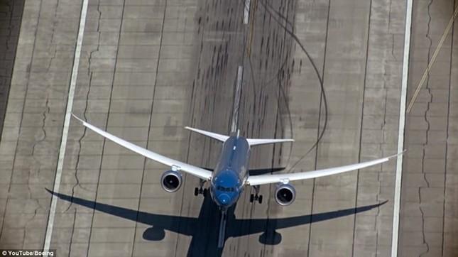 'Màn biểu diễn' của máy bay hiện đại nhất Vietnam Airlines Boeing 787-9 ảnh 2