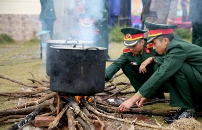 """Quỹ Vì tầm vóc Việt """"Gói bánh chưng xanh cùng người nghèo ăn Tết"""" ảnh 1"""