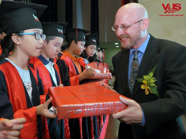 1.322 học viên VUS nhận chứng chỉ tiếng Anh quốc tế ảnh 1