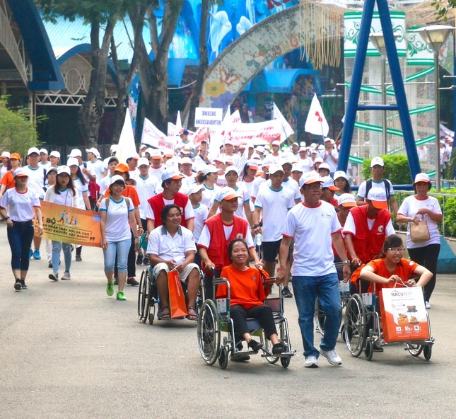 Đồng hành 'vì nạn nhân chất độc da cam và người khuyết tật' ảnh 1