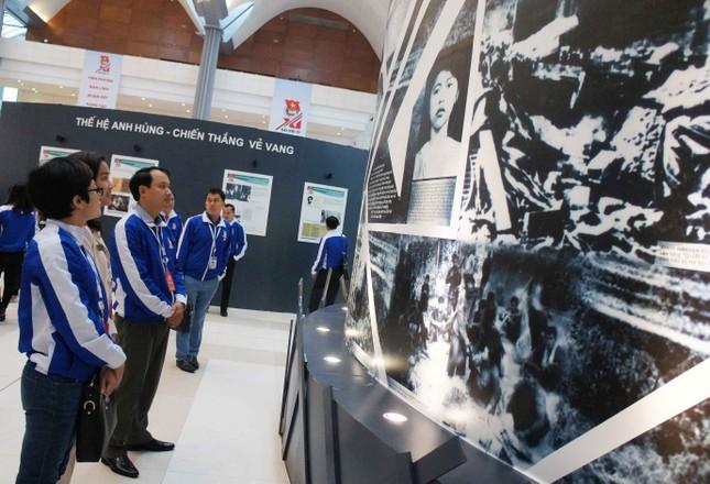 Khai mạc triển lãm ảnh tuổi trẻ Việt Nam Anh hùng ảnh 5