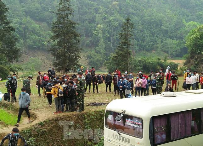 Gian truân giám sát lao động từ Trung Quốc về nước qua đường mòn ảnh 11