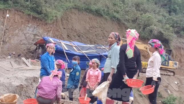 Cận cảnh công trường khai thác vàng trái phép ở 'mỏ tử thần' Minh Lương ảnh 9