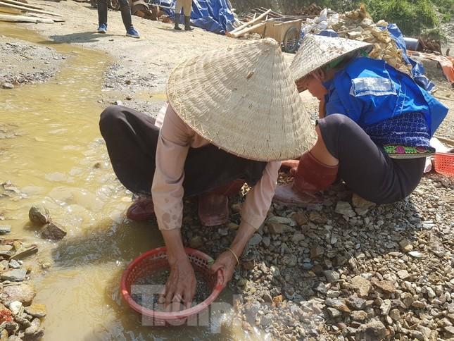 Cận cảnh công trường khai thác vàng trái phép ở 'mỏ tử thần' Minh Lương ảnh 13