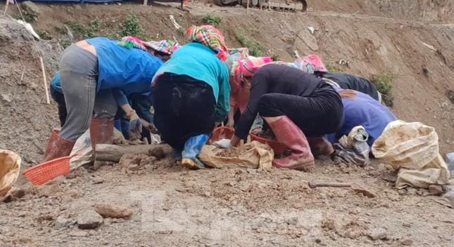 Cận cảnh công trường khai thác vàng trái phép ở 'mỏ tử thần' Minh Lương ảnh 4