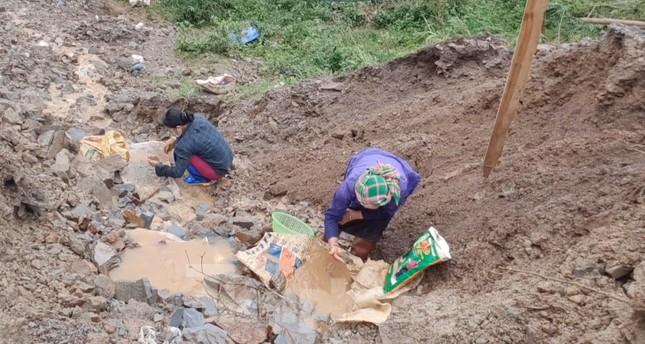 Cận cảnh công trường khai thác vàng trái phép ở 'mỏ tử thần' Minh Lương ảnh 7