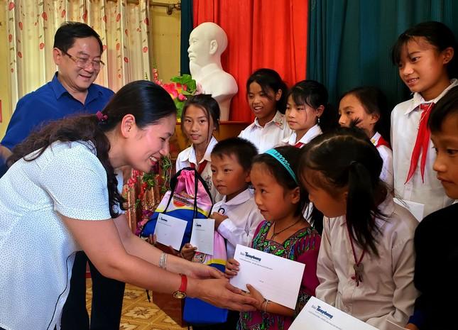 Ấm tình món quà tặng TNXP, học sinh nghèo tỉnh vùng cao Yên Bái ảnh 5