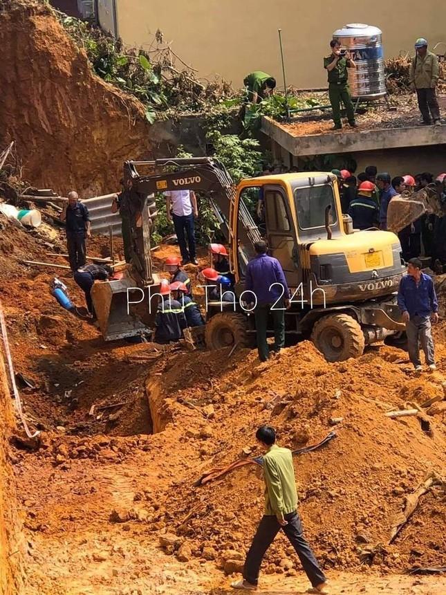 Sập công trình ở Phú Thọ, nhiều người bị vùi lấp, ít nhất 3 người chết ảnh 1