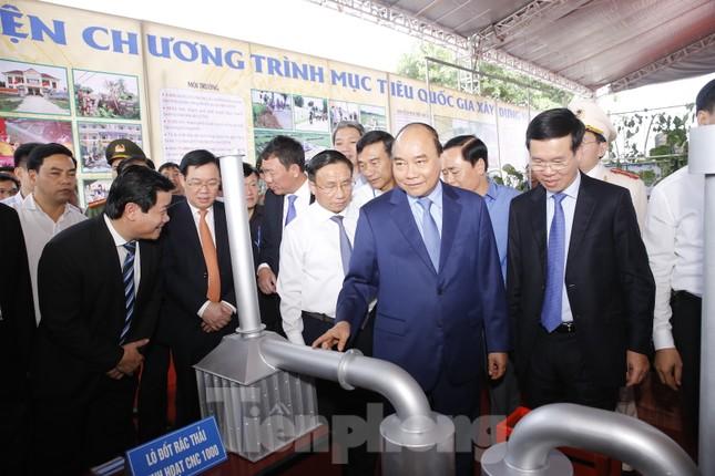 Thủ tướng khai mạc triển lãm thành tựu 10 năm xây dựng nông thôn mới ảnh 2