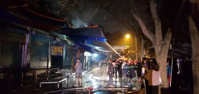 Cháy chợ trong đêm, hàng chục ki ốt bị thiêu rụi ảnh 6