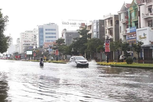 Nam Định ngập sâu, người dân 'thúc thủ' trong nhà ngày mùng 1 Tết ảnh 4