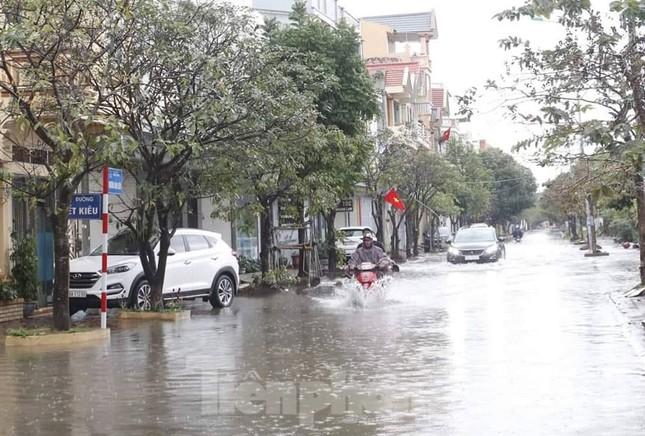 Nam Định ngập sâu, người dân 'thúc thủ' trong nhà ngày mùng 1 Tết ảnh 8