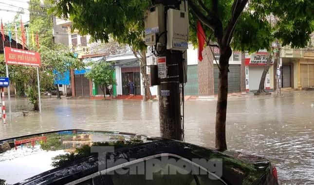 Nam Định ngập sâu, người dân 'thúc thủ' trong nhà ngày mùng 1 Tết ảnh 7