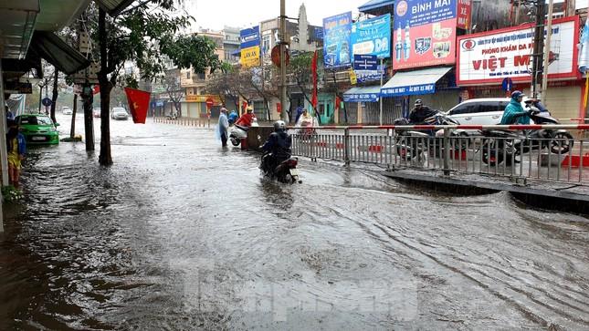 Nam Định ngập sâu, người dân 'thúc thủ' trong nhà ngày mùng 1 Tết ảnh 3