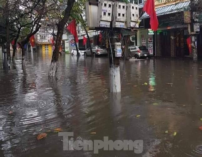Nam Định ngập sâu, người dân 'thúc thủ' trong nhà ngày mùng 1 Tết ảnh 10
