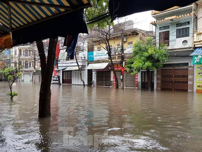 Nam Định ngập sâu, người dân 'thúc thủ' trong nhà ngày mùng 1 Tết ảnh 1