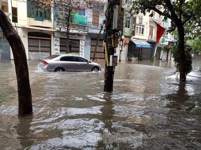 Nam Định ngập sâu, người dân 'thúc thủ' trong nhà ngày mùng 1 Tết ảnh 12