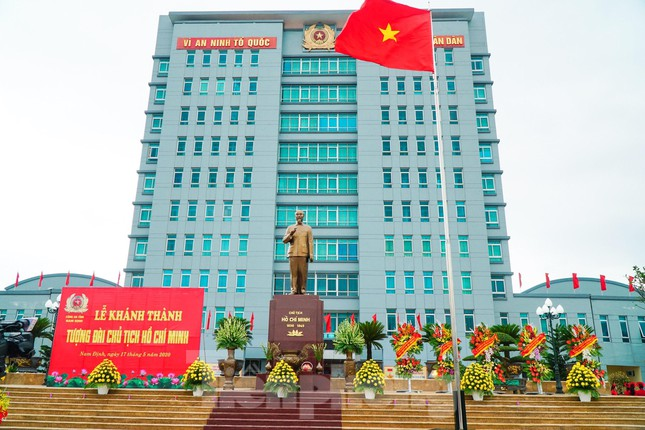 Khánh thành tượng đài Chủ tịch Hồ Chí Minh tại trụ sở Công an tỉnh Nam Định ảnh 5