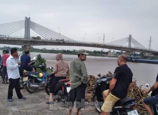 Thiếu nữ 16 tuổi gieo mình xuống sông Trà Lý chảy xiết ảnh 1