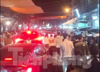 Đóng cửa chợ Viềng, người dân vẫn nườm nượp đổ về cầu may ảnh 15