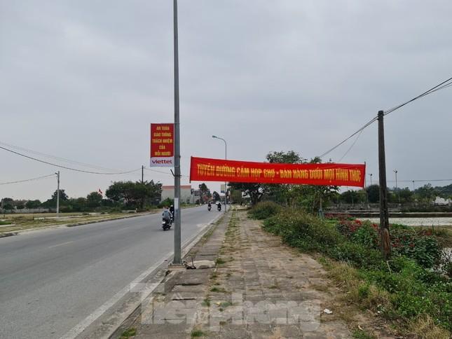 Đóng cửa chợ Viềng, người dân vẫn nườm nượp đổ về cầu may ảnh 4