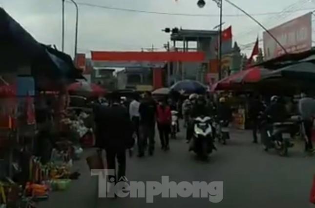 Đóng cửa chợ Viềng, người dân vẫn nườm nượp đổ về cầu may ảnh 9