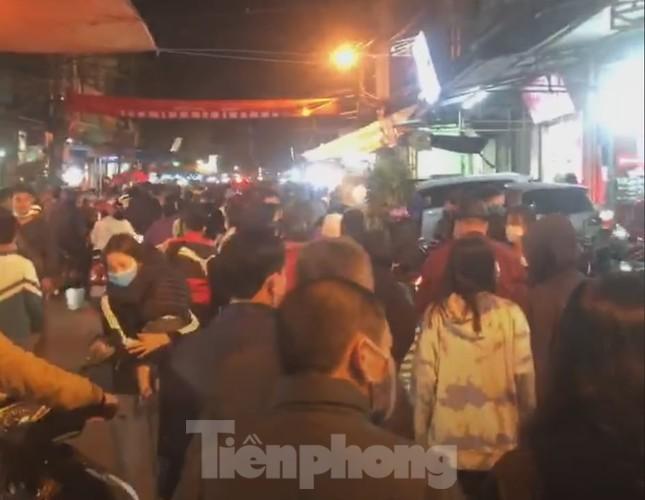 Đóng cửa chợ Viềng, người dân vẫn nườm nượp đổ về cầu may ảnh 13