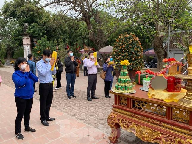 Lần đầu tiên đền Trần vắng nhất trong hơn 30 năm qua, phát ấn theo cách đặc biệt ảnh 16