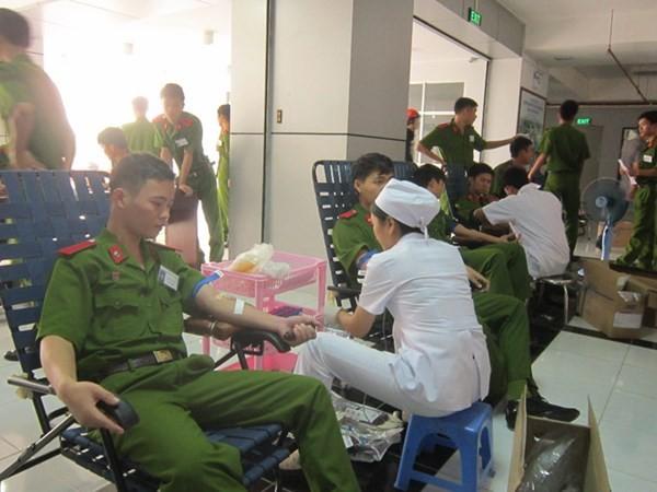 Hơn 8.400 đơn vị máu trong Chủ Nhật Đỏ ảnh 15
