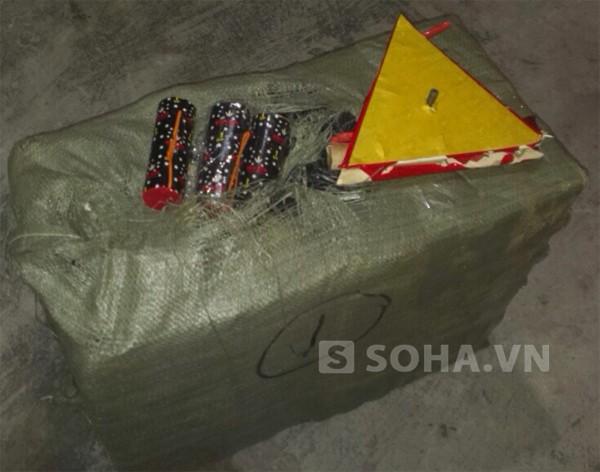 40 hành khách thót tim khi biết trên xe có 400 kg pháo ảnh 2