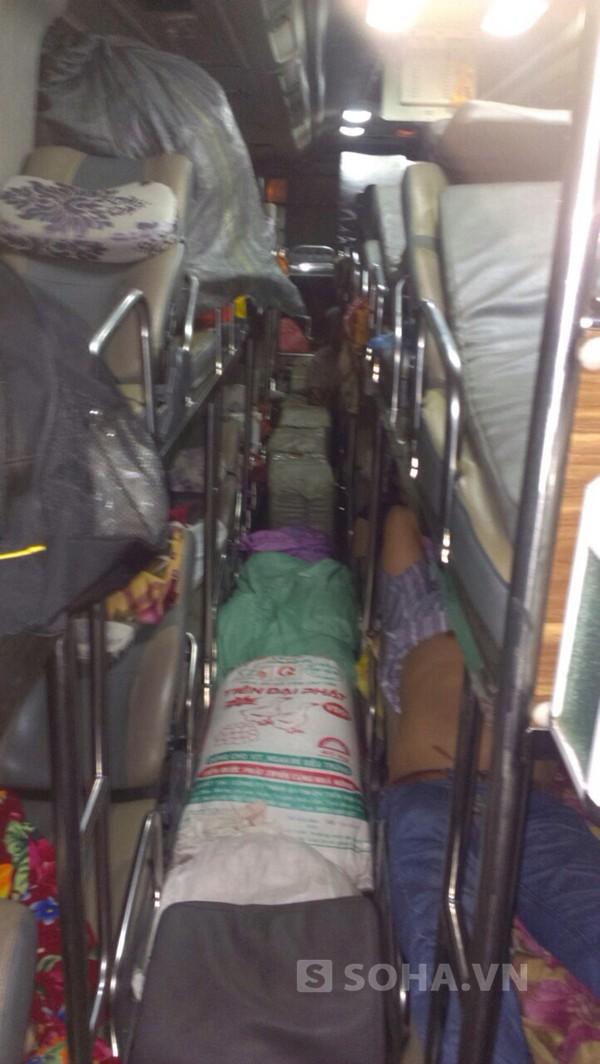 40 hành khách thót tim khi biết trên xe có 400 kg pháo ảnh 1