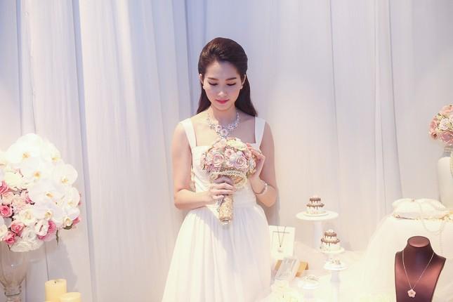 """Hoa hậu Thu Thảo trở thành """"cô dâu đáng mơ ước nhất"""" ảnh 10"""