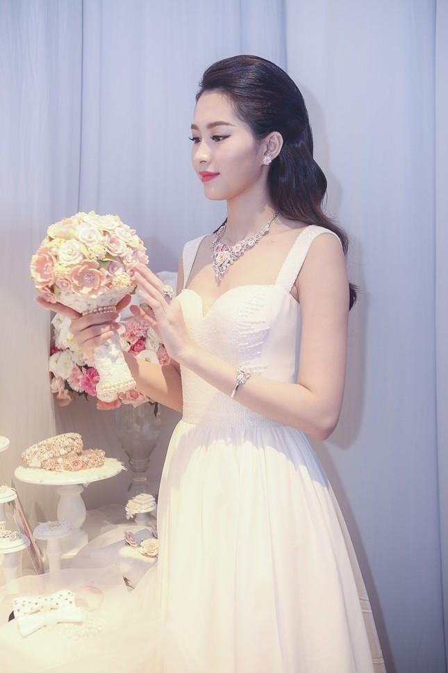 """Hoa hậu Thu Thảo trở thành """"cô dâu đáng mơ ước nhất"""" ảnh 11"""