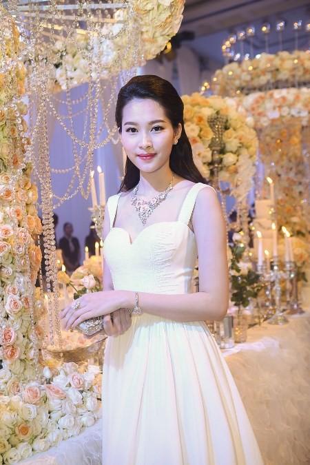 """Hoa hậu Thu Thảo trở thành """"cô dâu đáng mơ ước nhất"""" ảnh 3"""